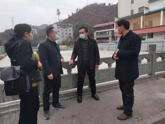 刘建平实地查看农贸市场改建项目
