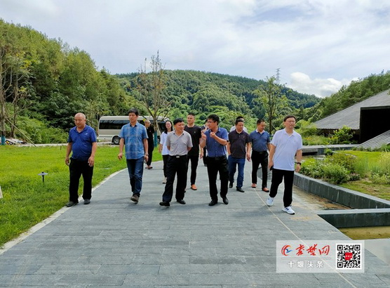 竹溪县考察团来到武当山考察乡村旅游和民宿项目开发工作