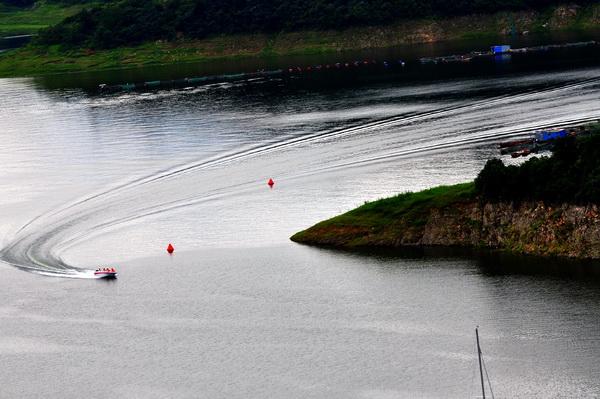 """""""太极湖杯""""2011中国武当摄影大展:极速回旋"""