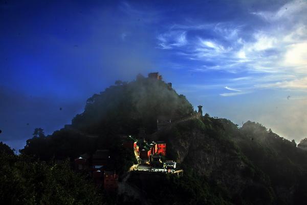 """""""太极湖杯""""2011中国武当摄影大展:金顶晨曦"""