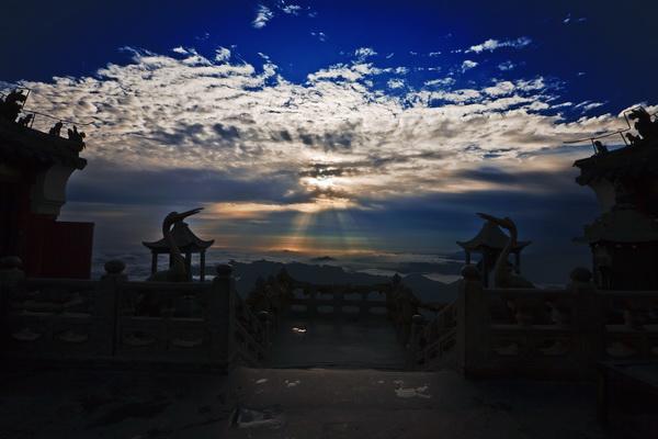 """""""太极湖杯""""2011中国武当摄影大展:金顶圣辉"""