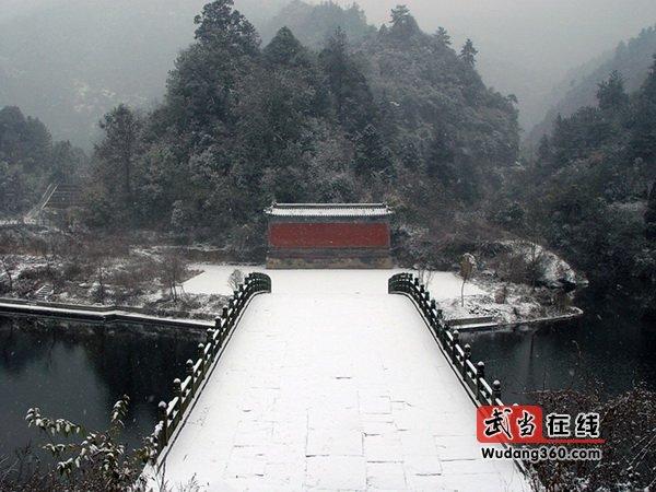 龙泉观雪景