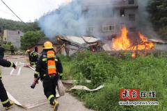 武当山特区:一木材加工厂突发火灾 多部门迅速联合处置